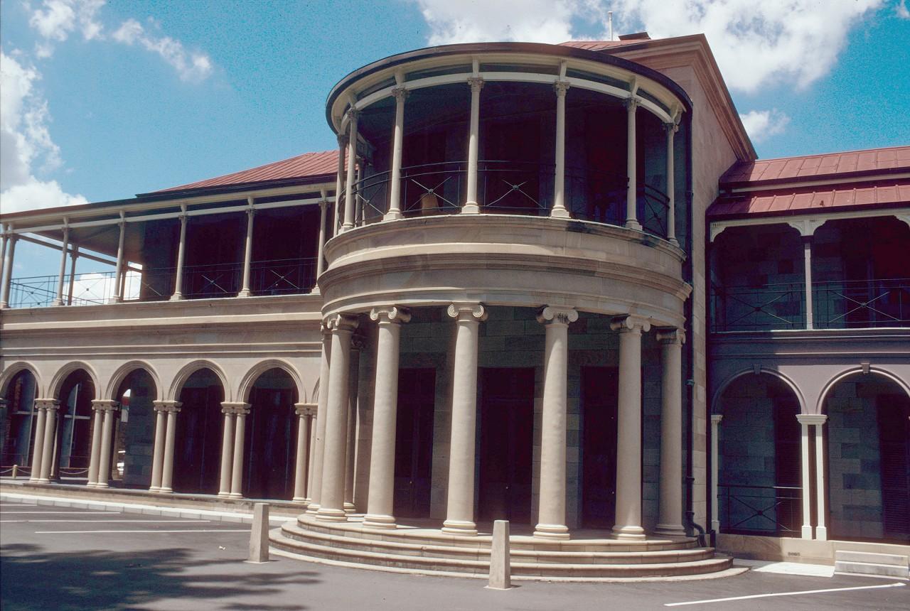 Brisbane central queensland places for Classic house genre