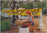 "<span class=""caption-caption"">Anakie Gemfields Caravan Park, Anakie</span>, c1970-2000. <br />Postcard, collection of <span class=""caption-contributor"">Murray Views Collection</span>."
