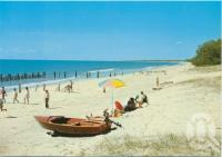 "<span class=""caption-caption"">The Beach, Woodgate</span>, c1970-2000. <br />Postcard, collection of <span class=""caption-contributor"">Murray Views Collection</span>."